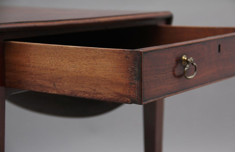 Early 19th Century Mahogany Pembroke Table For Sale 5
