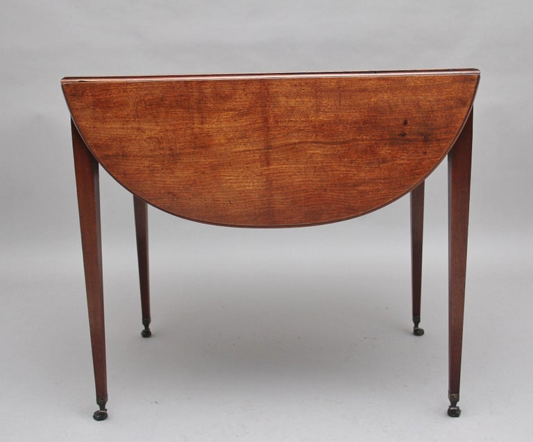 Early 19th Century Mahogany Pembroke Table For Sale 1