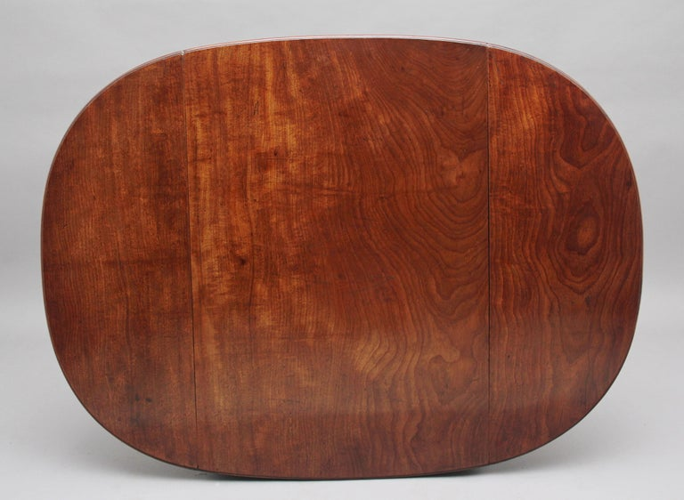 Early 19th Century Mahogany Pembroke Table For Sale 2