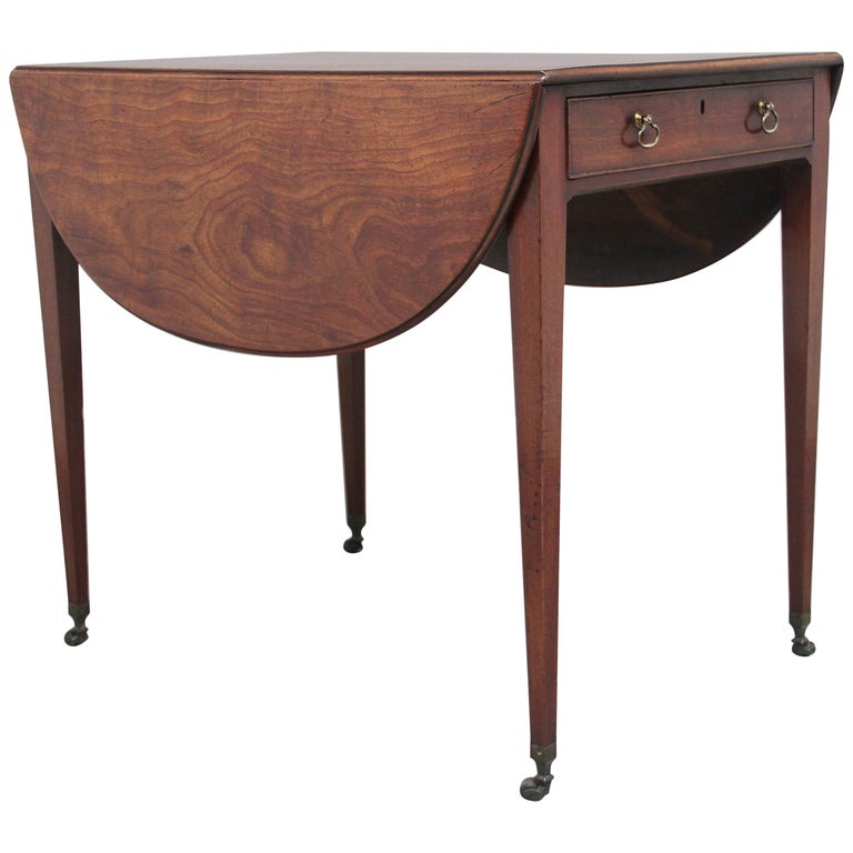 Early 19th Century Mahogany Pembroke Table For Sale