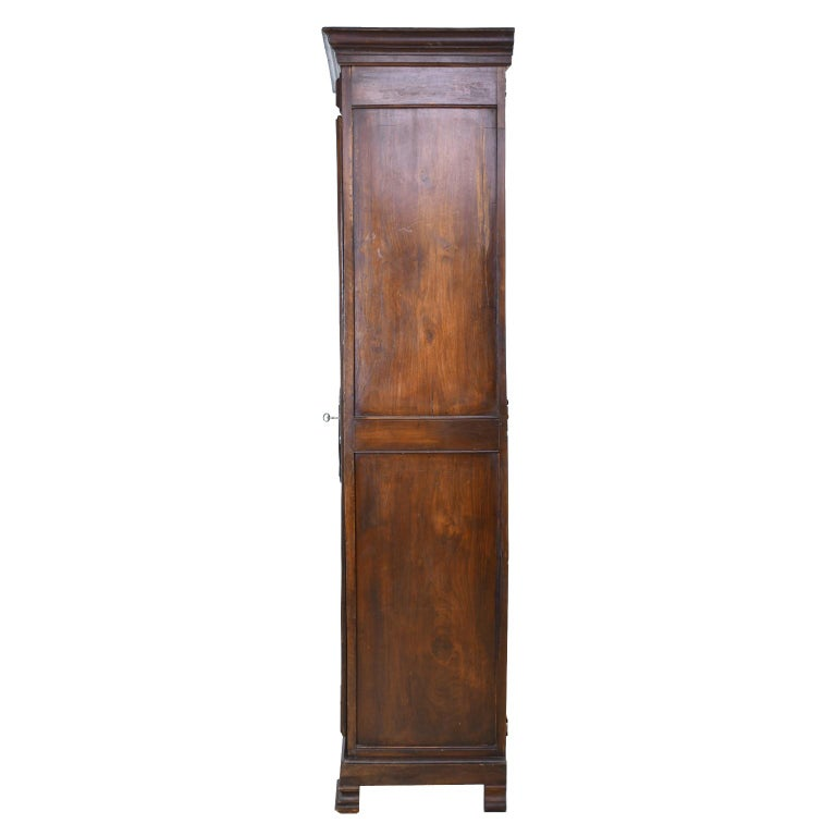 Early 19th Century Narrow French Bonnetiere or Cupboard with Carved Birds For Sale 4