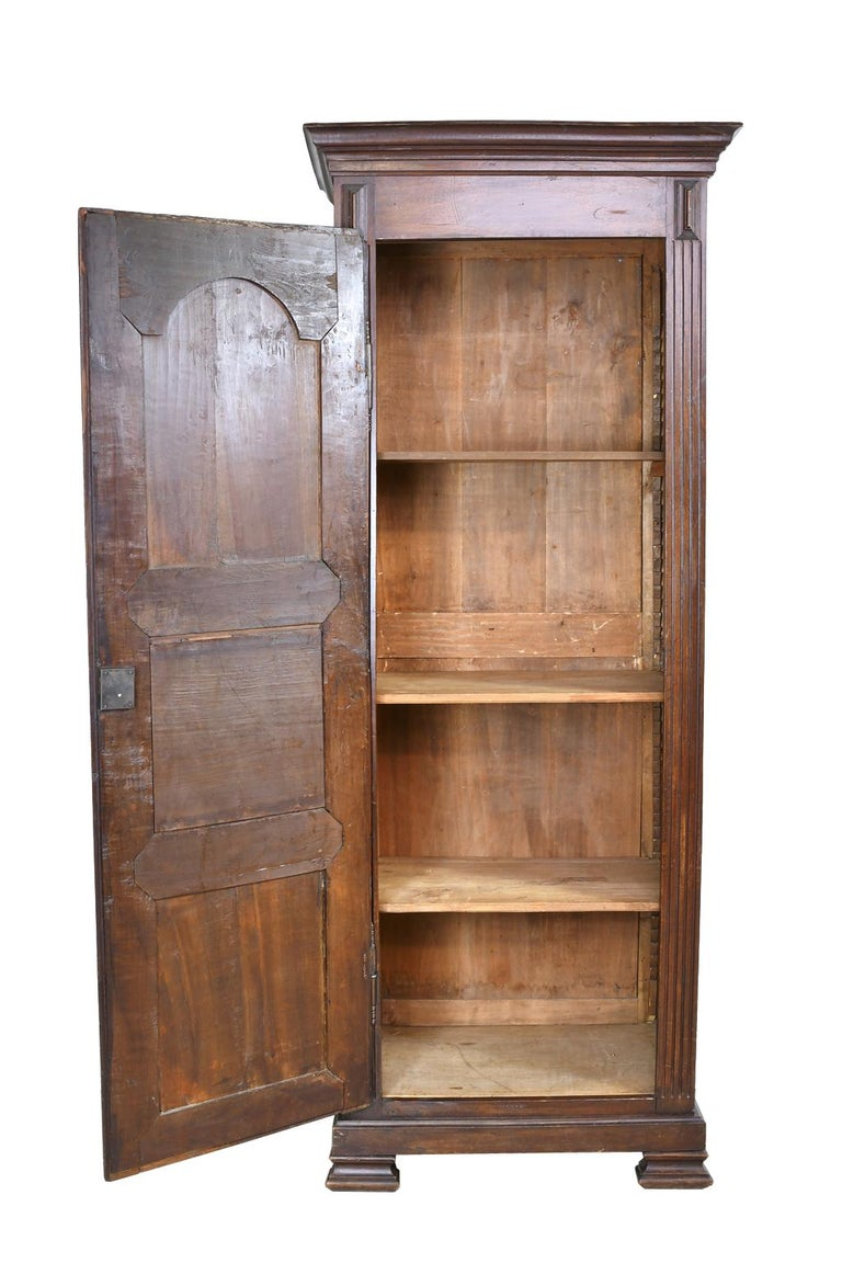 Early 19th Century Narrow French Bonnetiere or Cupboard with Carved Birds For Sale 2