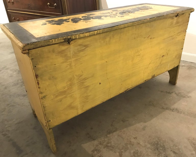 Early 19th Century New England Painted and Stenciled Blanket Chest For Sale 8