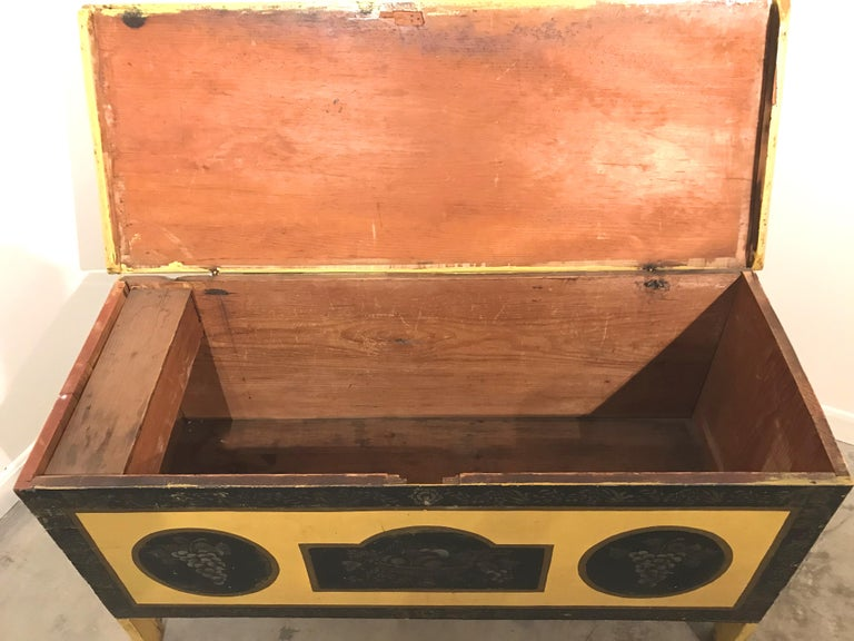 Early 19th Century New England Painted and Stenciled Blanket Chest For Sale 2