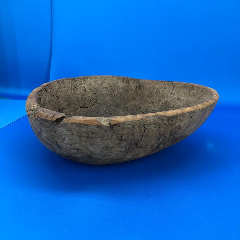 Early 19th Century Norwegian Wooden Heart Shaped Bowl In Good Condition For Sale In Haddonfield, NJ