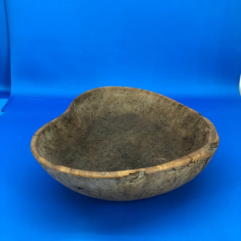Early 19th Century Norwegian Wooden Heart Shaped Bowl For Sale 1