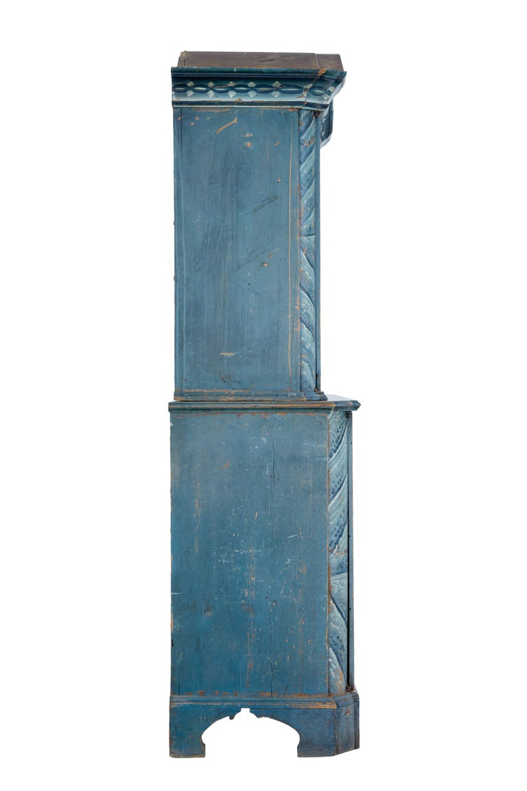 Hand-Painted Early 19th Century Original Painted Tuna Region Swedish Cabinet For Sale
