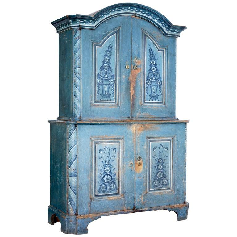 Early 19th Century Original Painted Tuna Region Swedish Cabinet For Sale