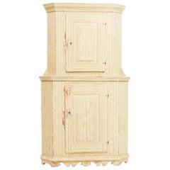 Early 19th Century Painted Swedish Gustavian Corner Cabinet