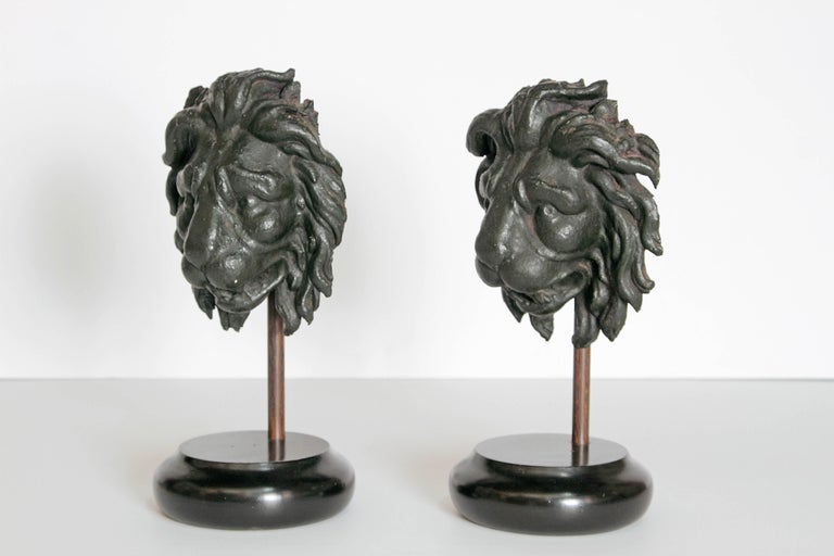 Early 19th Century Pair of Carved Wood Lion Heads For Sale 3
