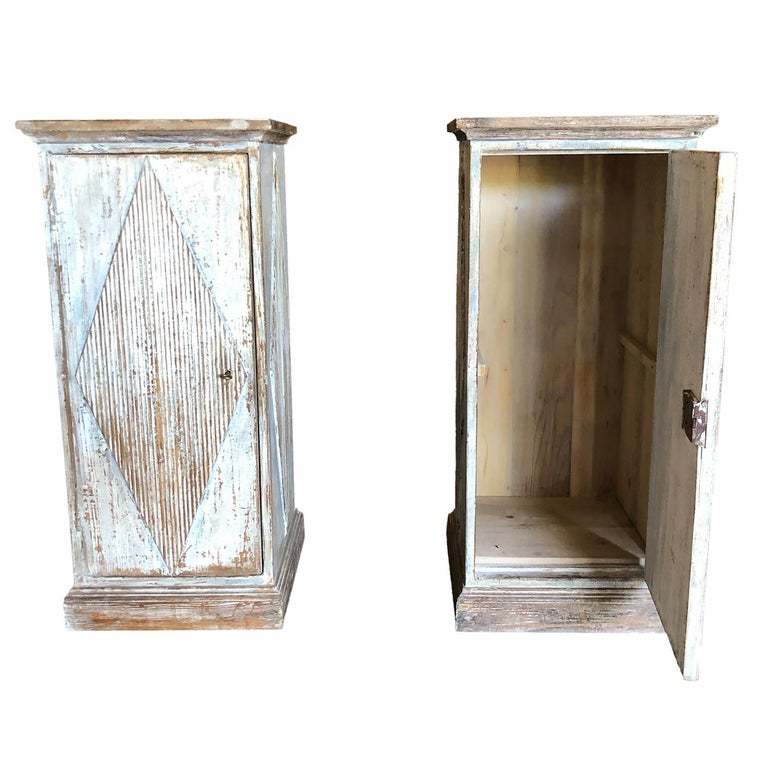 Early 19th Century Pair of Gustavian Pedestals In Good Condition For Sale In West Palm Beach, FL