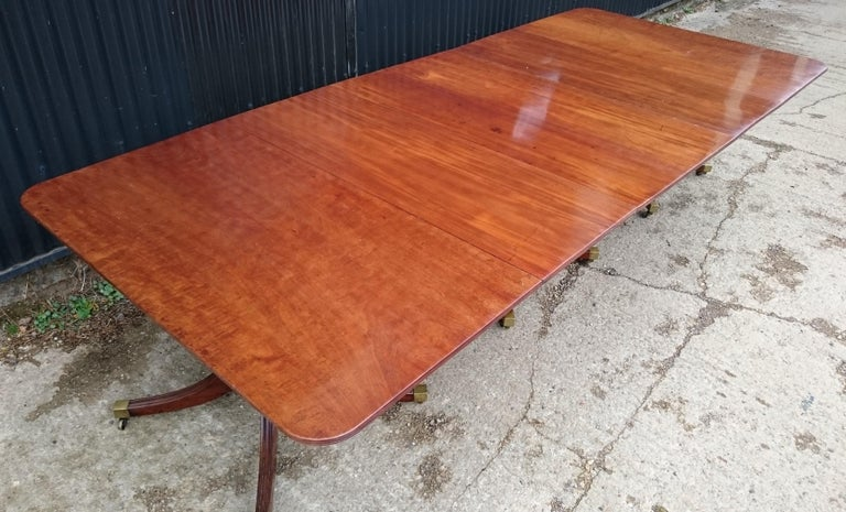 Early 19th century Regency antique mahogany dining table. This is a good scale table with three four splay feet under each crisply turned pillar support. The color and timber are very good and this is an impressive table of a quality to match the