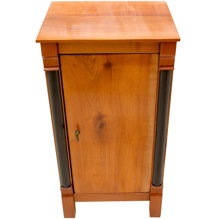 Early 19th Century Small Cherry Nightstand or Pillar Cabinet For Sale