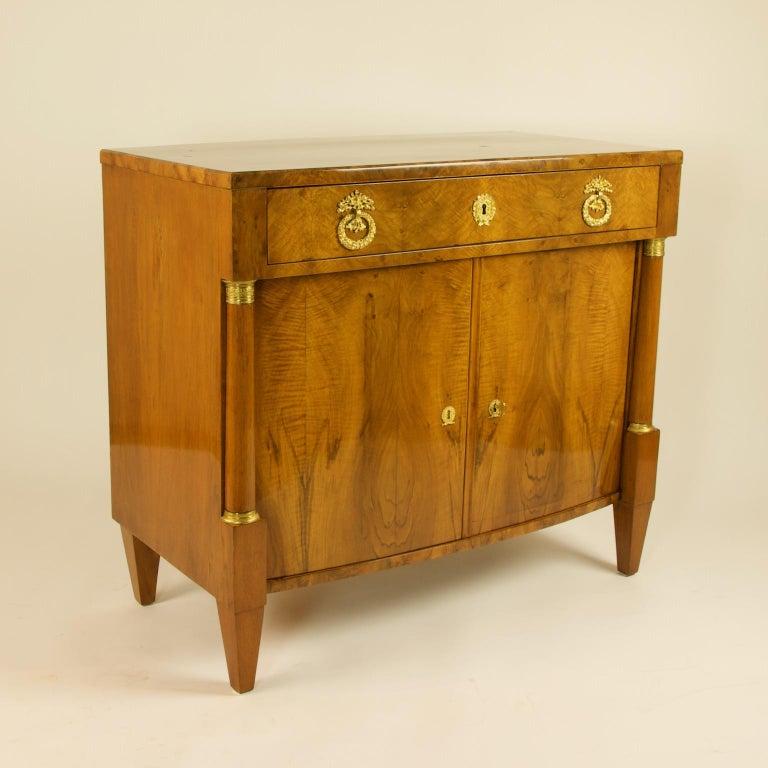 Early 19th Century South German or Austrian Biedermeier Walnut Cabinet Dresser For Sale 6