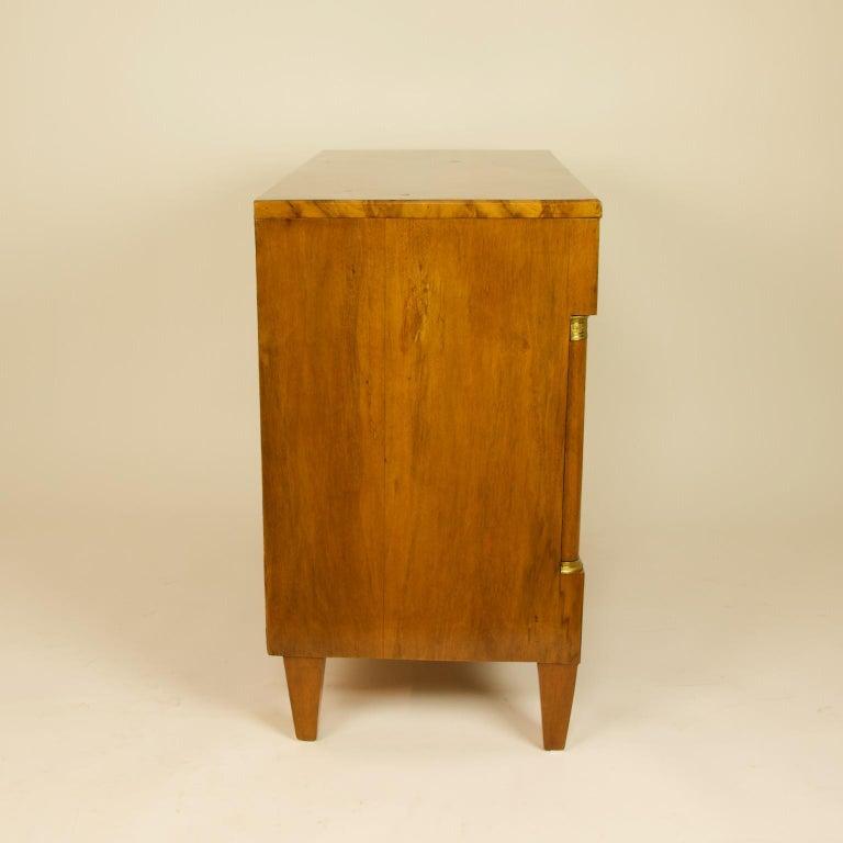 Early 19th Century South German or Austrian Biedermeier Walnut Cabinet Dresser For Sale 7