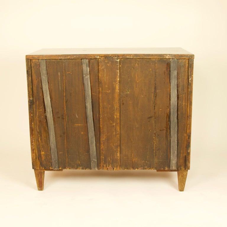 Early 19th Century South German or Austrian Biedermeier Walnut Cabinet Dresser For Sale 8