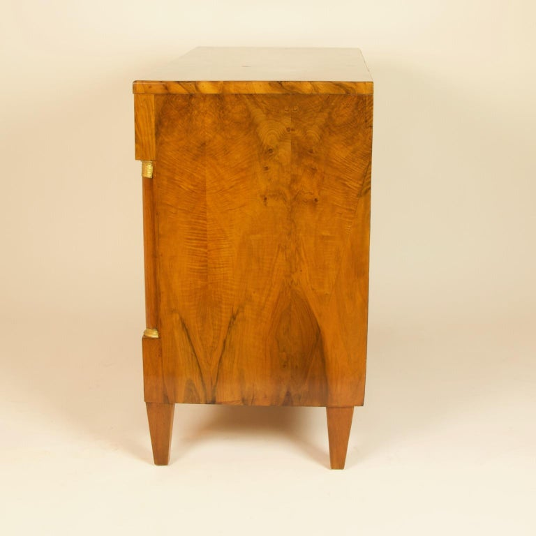 Early 19th Century South German or Austrian Biedermeier Walnut Cabinet Dresser For Sale 9