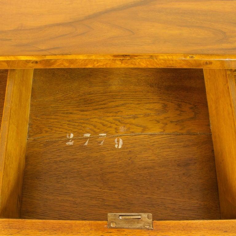 Early 19th Century South German or Austrian Biedermeier Walnut Cabinet Dresser In Good Condition For Sale In Berlin, DE