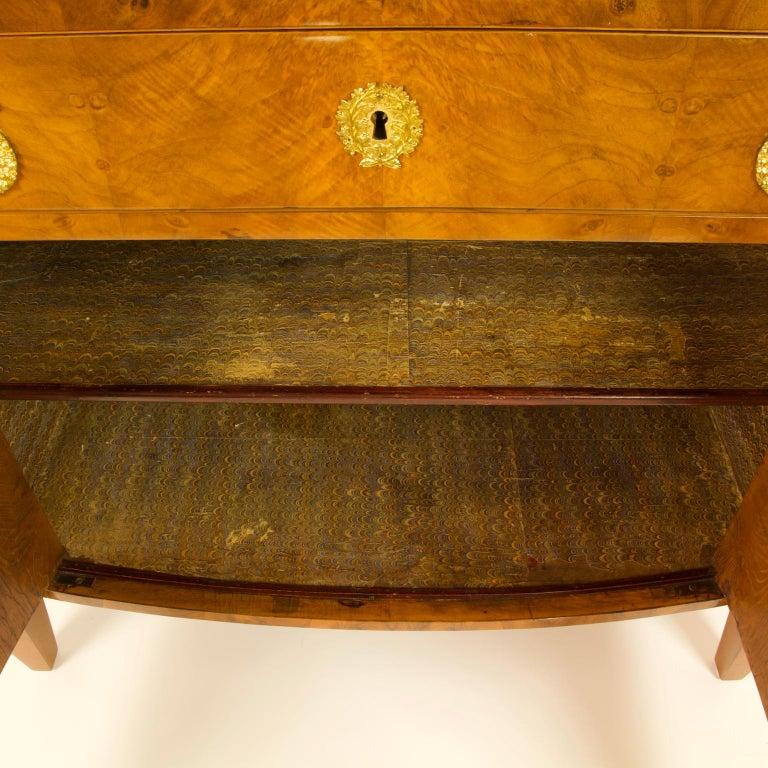 Early 19th Century South German or Austrian Biedermeier Walnut Cabinet Dresser For Sale 1