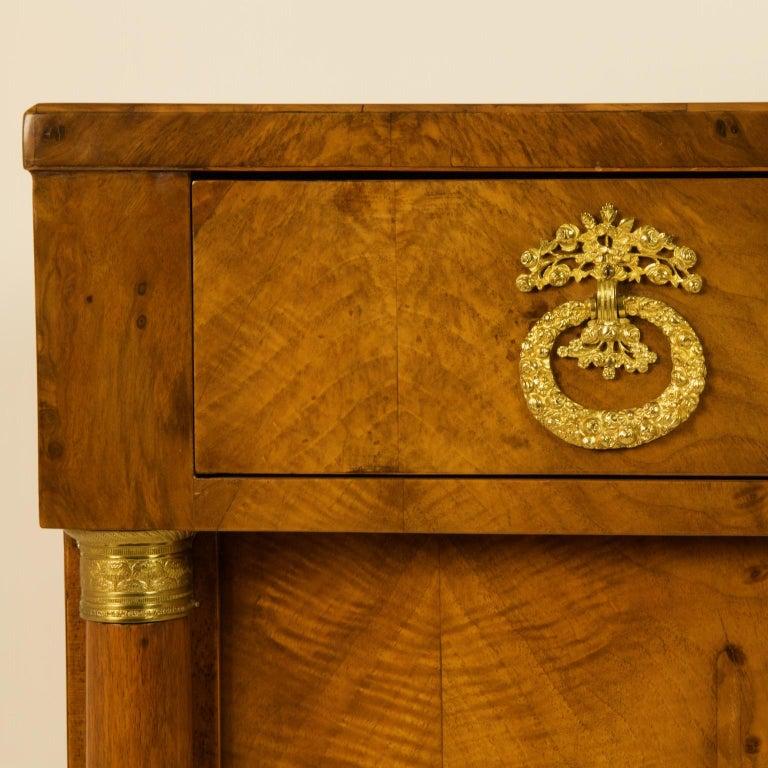 Early 19th Century South German or Austrian Biedermeier Walnut Cabinet Dresser For Sale 2