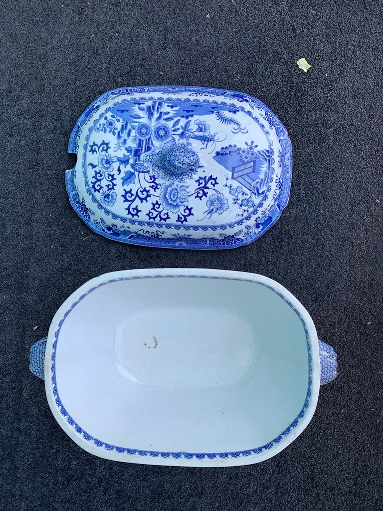 Early 19th Century Spode Blue and White Tureen For Sale 6