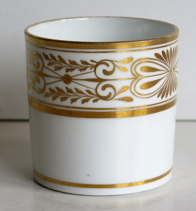 Hand-Painted Early 19th Century Spode Porcelain Coffee Can Hand Gilded Pattern 1099, Ca 1810 For Sale