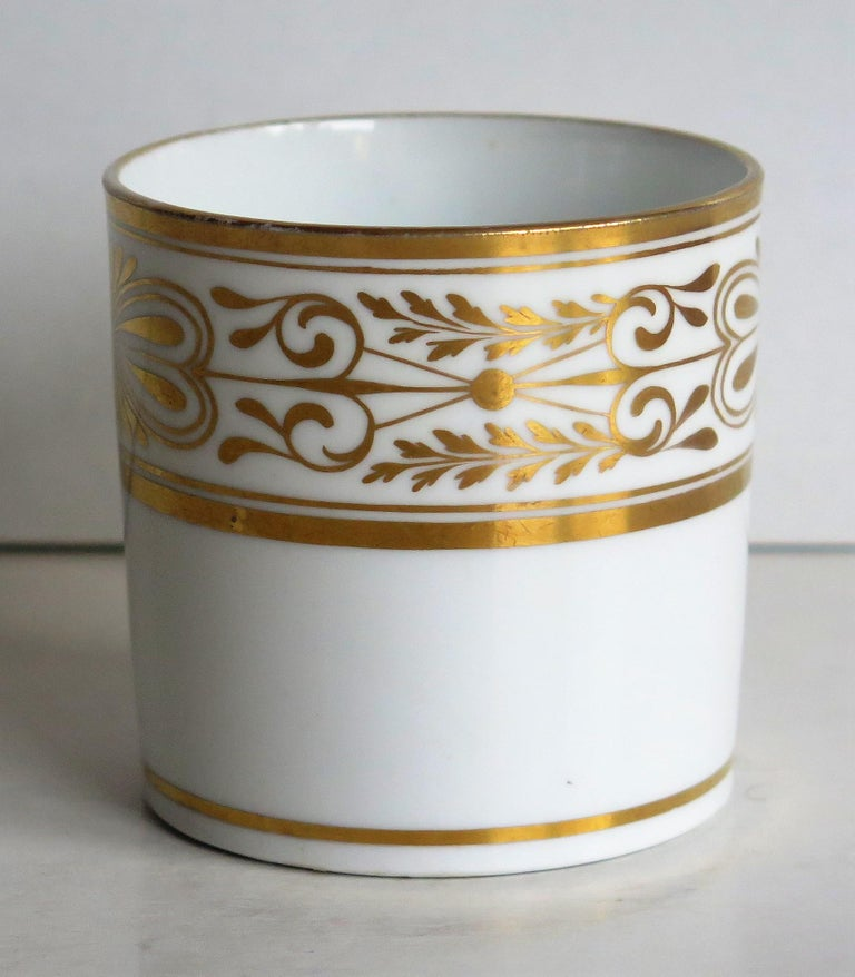 Early 19th Century Spode Porcelain Coffee Can Hand Gilded Pattern 1099, Ca 1810 In Good Condition For Sale In Lincoln, Lincolnshire