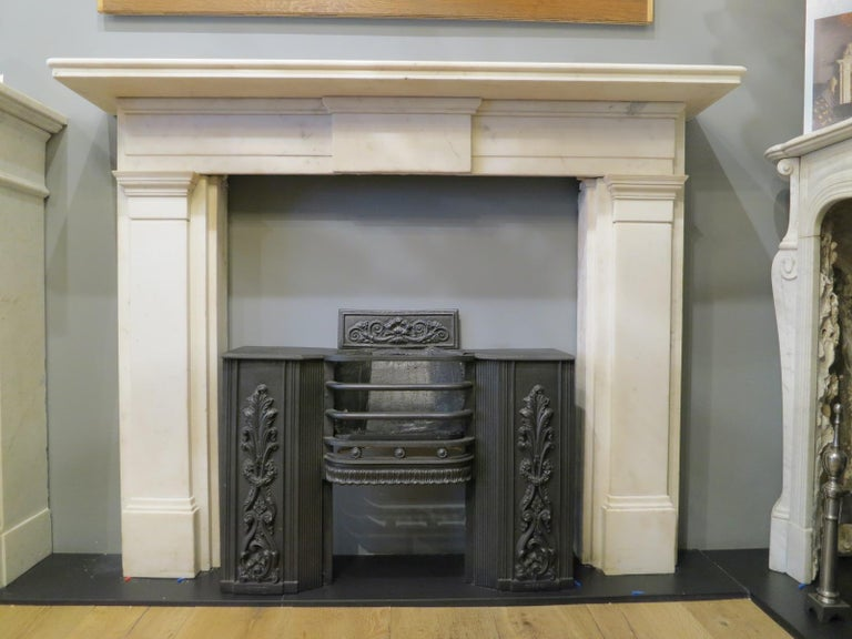 English Early 19th Century Statuary White Marble Fireplace For Sale