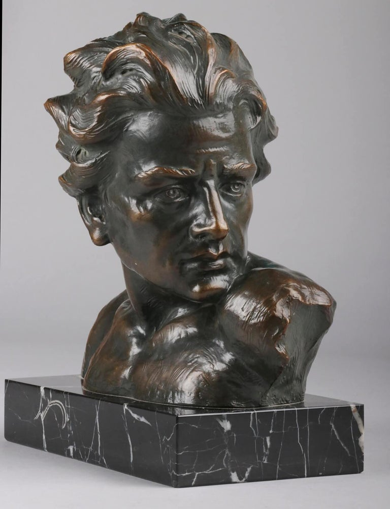 Early 20th Century Statue of a Young Man 'en Profil' by Johannes Dommisse In Good Condition In Casteren, Noord-Brabant