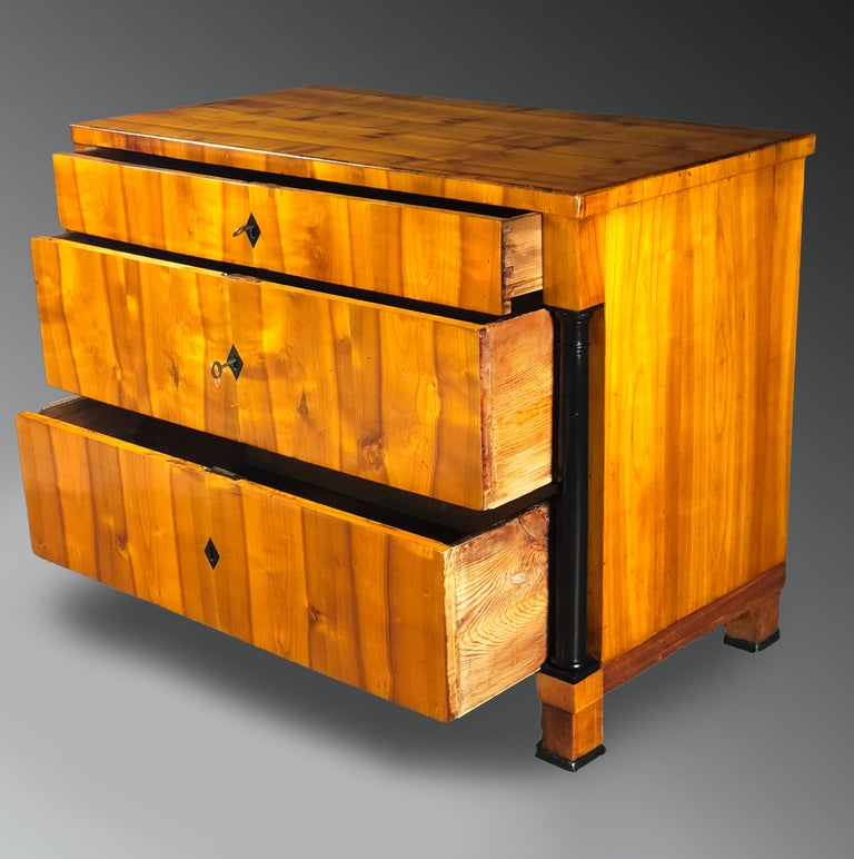 Early 19th Century Swedish Biedermeier Cherrywood Commode Chest of Drawers In Excellent Condition For Sale In Santander, ES