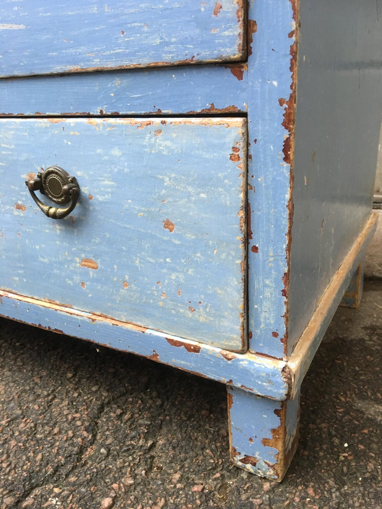 Early 19th Century Swedish Chest of Drawers with Original Blue Scraped Paint For Sale 7