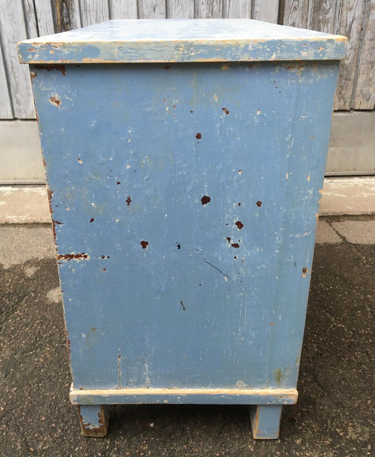 Early 19th Century Swedish Chest of Drawers with Original Blue Scraped Paint For Sale 10