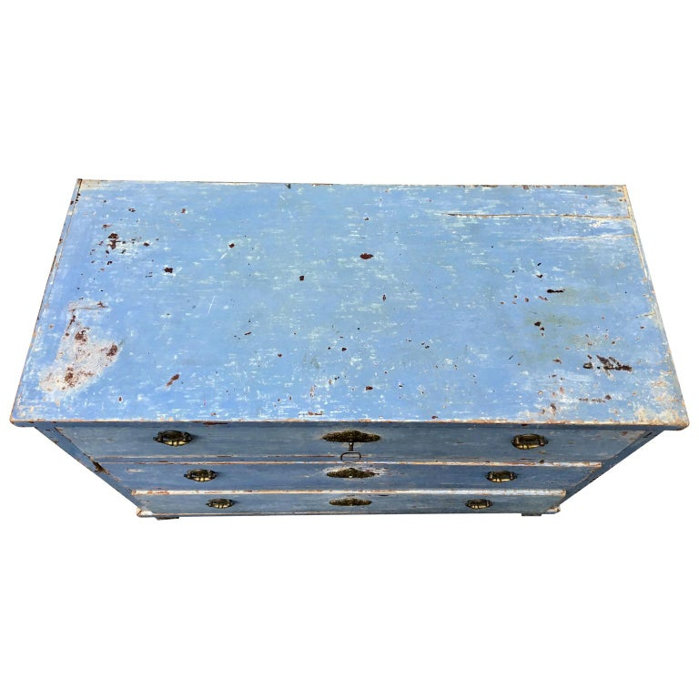 Early 19th Century Swedish Chest of Drawers with Original Blue Scraped Paint In Good Condition For Sale In Haddonfield, NJ