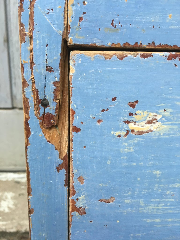Early 19th Century Swedish Chest of Drawers with Original Blue Scraped Paint For Sale 3