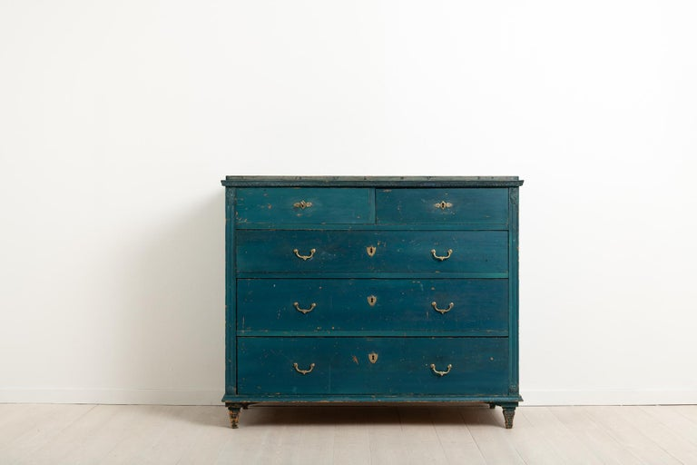 Gustavian bureau with five drawers in painted pine. The paint is the old historic paint with marbling on the tabletop. The paint also has traces of natural wear in the shape of smaller scratches and marks - see pictures for more details. Fluted