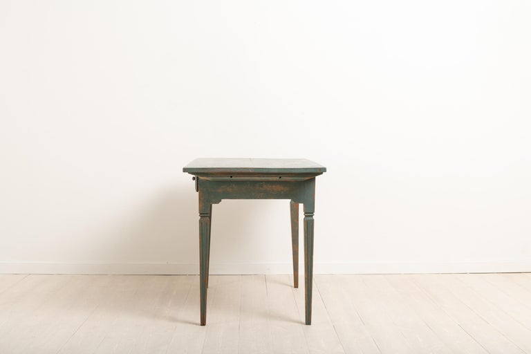 Early 19th Century Swedish Gustavian Side Table For Sale 1