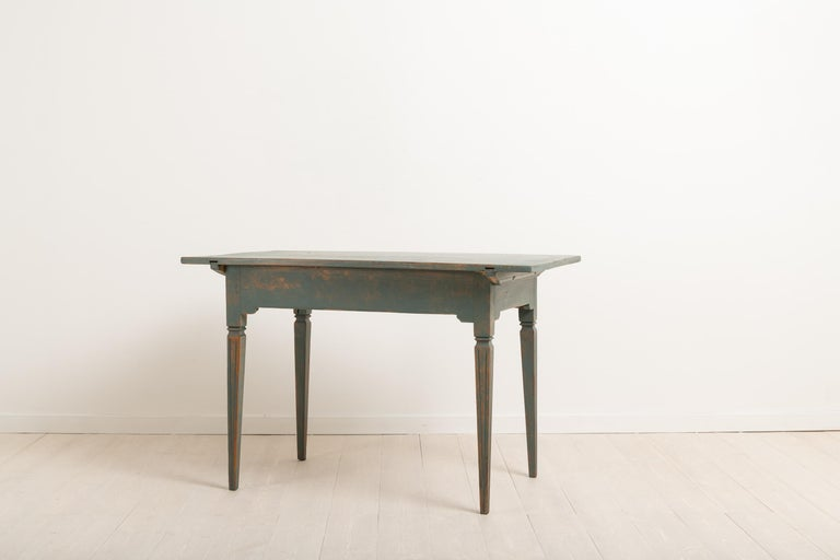 Early 19th Century Swedish Gustavian Side Table For Sale 3