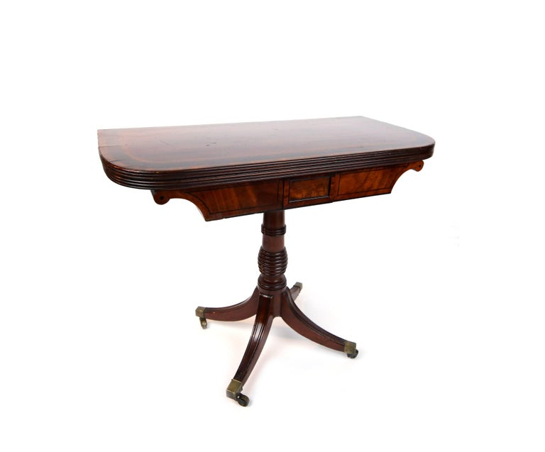 Early 19th Century William iv Card Table with Ebony Inlay and Turned Pedestal In Good Condition For Sale In Brooklyn, NY
