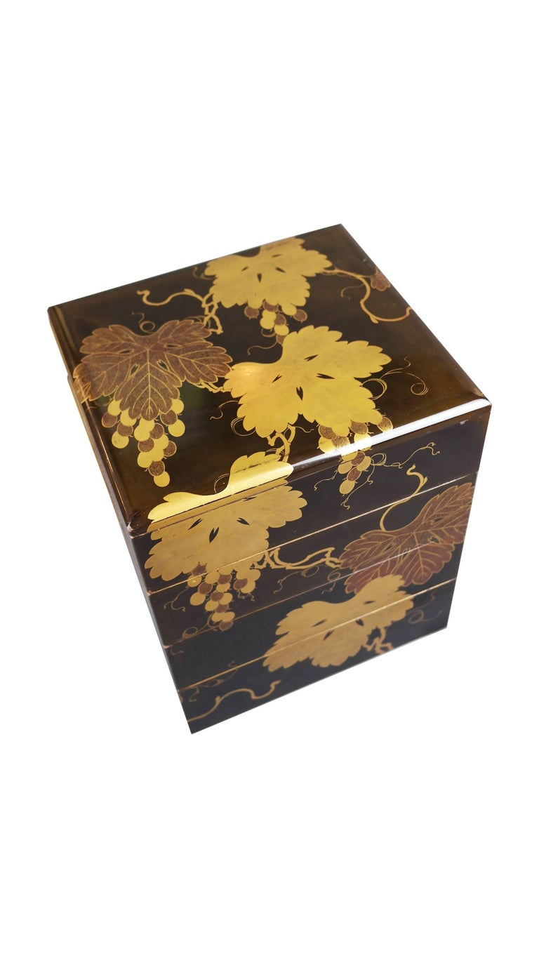 Japanese Early 19th Century, Bento Box with Grapes Design, Edo Period, Art of Japan For Sale