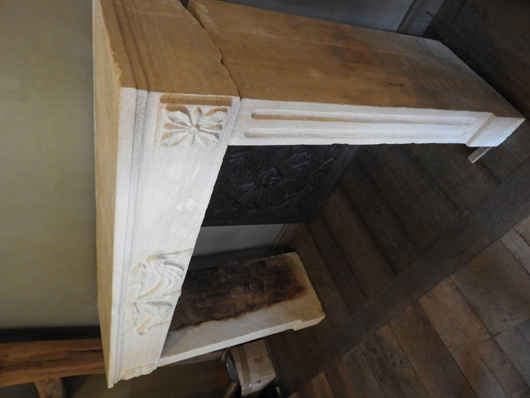 Early 19th-Late 18th Century Louis XV Fireplace in French Limestone  For Sale 4