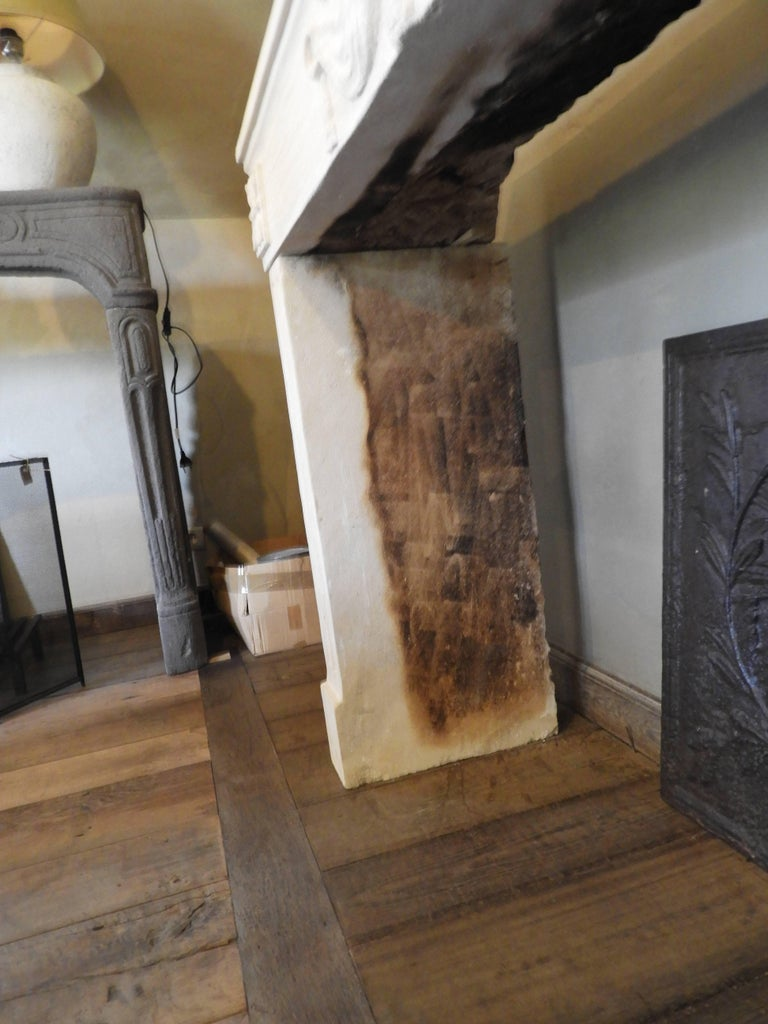 Early 19th-Late 18th Century Louis XV Fireplace in French Limestone  For Sale 6