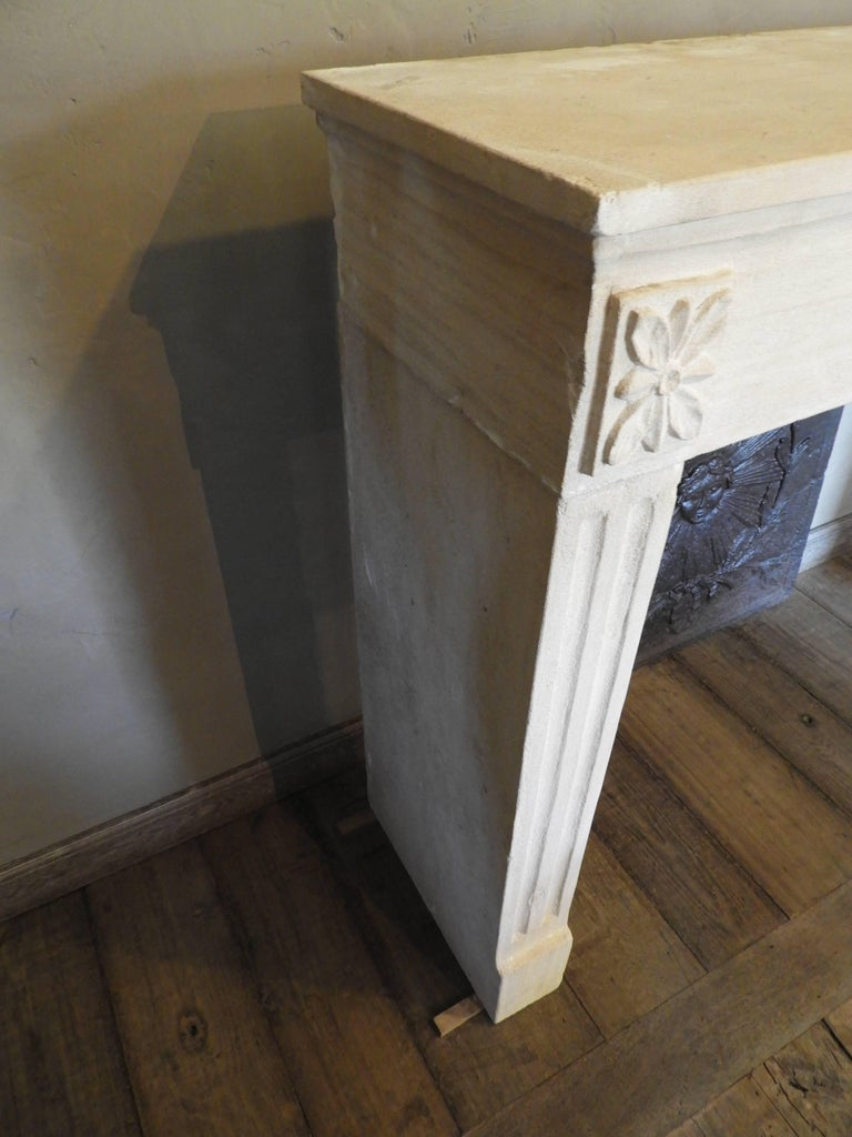 Early 19th-Late 18th Century Louis XV Fireplace in French Limestone  For Sale 1