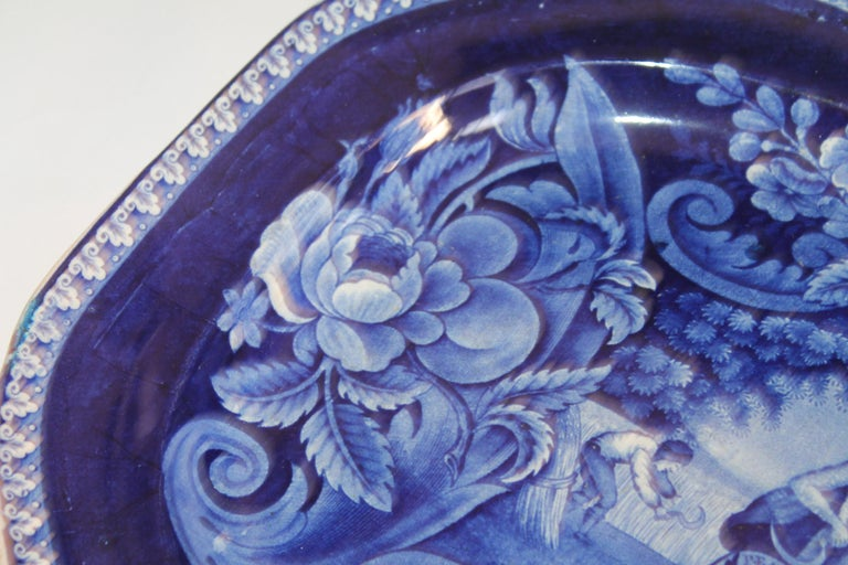 English Early 19th Century Historical Blue Pottery Platter For Sale