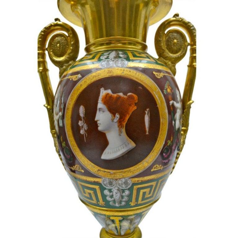 Early 19th Century Paris Porcelain Urn For Sale 2
