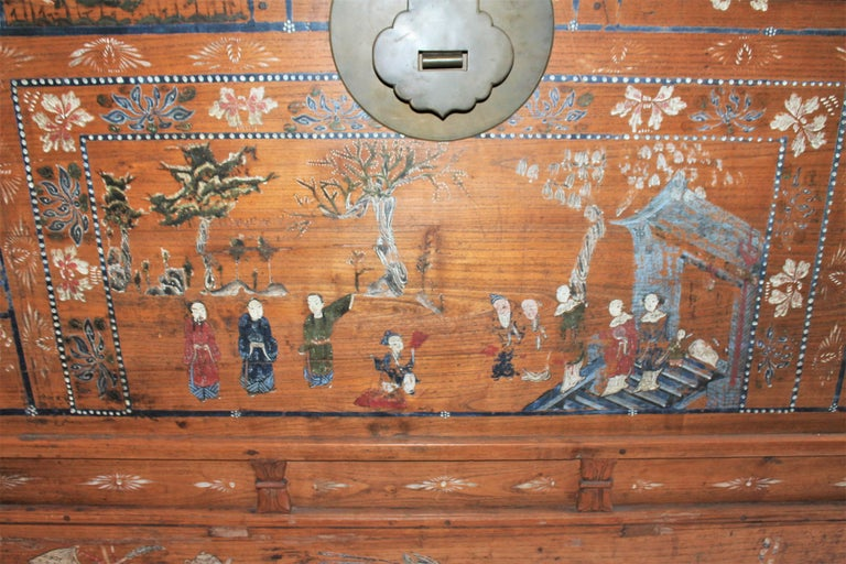 Early 20th Century Traditional Chinese Painted Trunk In Good Condition For Sale In Los Angeles, CA
