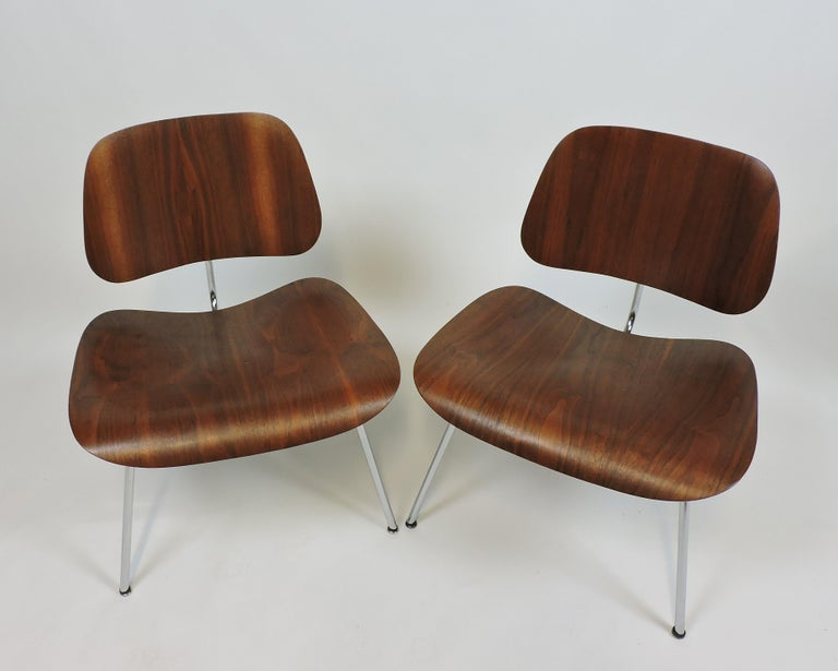 Early First Edition Eames Walnut LCM Chair for Evans For Sale 5