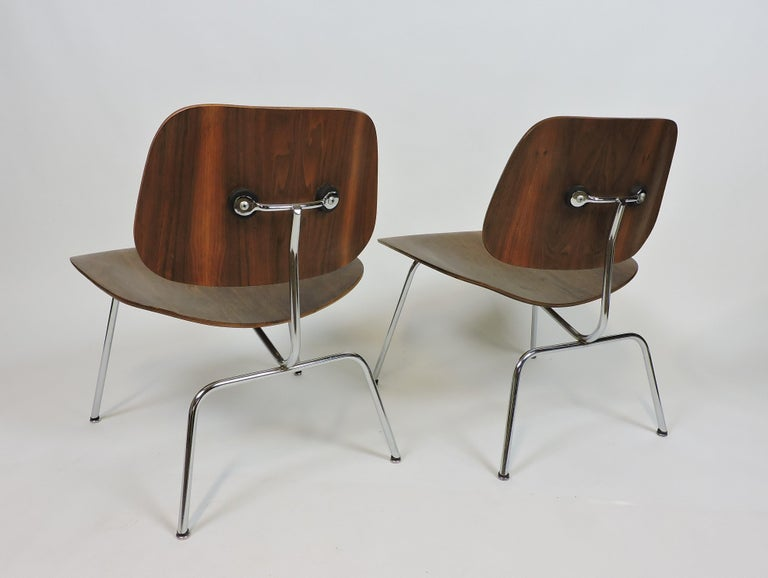 Early First Edition Eames Walnut LCM Chair for Evans In Good Condition For Sale In Chesterfield, NJ