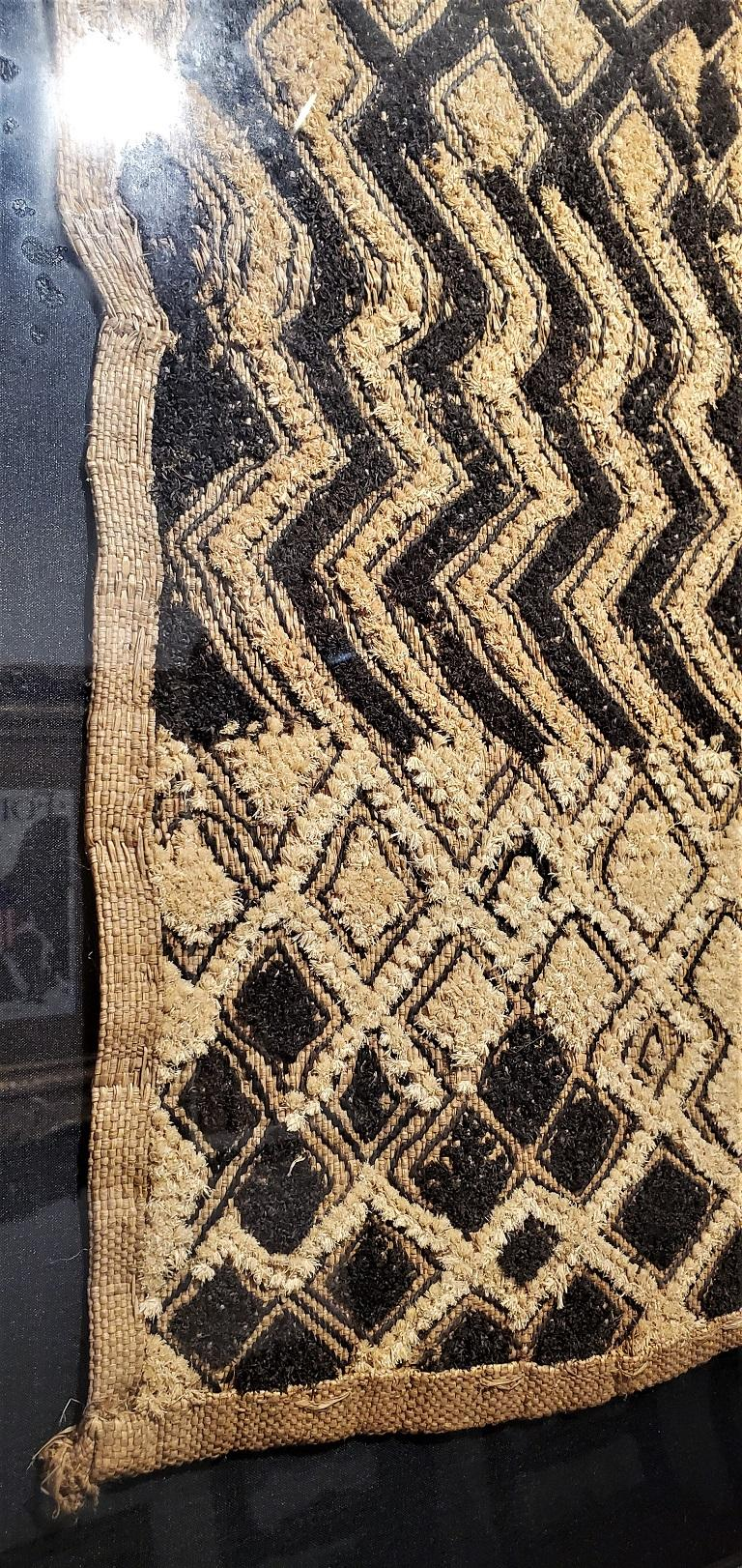 Early 20th Century Congolese Kuba Framed Textile In Good Condition For Sale In Dallas, TX