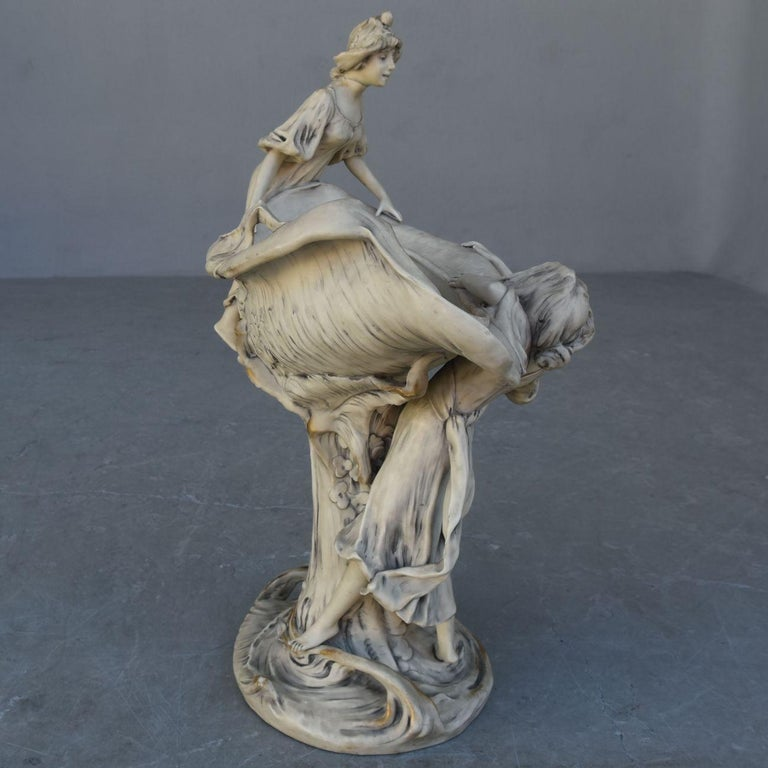 Early 20th Art Nouveau Naiad Fruit Bowl in Royal Dux Porcelain In Fair Condition For Sale In Marseille, FR
