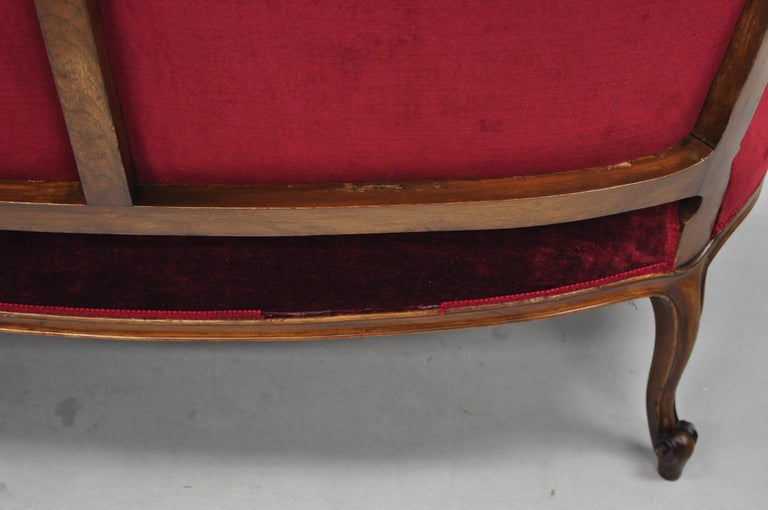 Early 20th Century French Louis XV Style Shell Carved Mahogany Sofa Settee For Sale 5